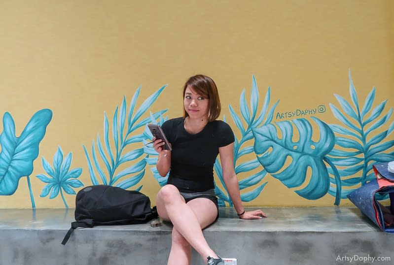 Blue tropical leaf mural painting by artist Artsy Daphy in Ono Poke store Kuching