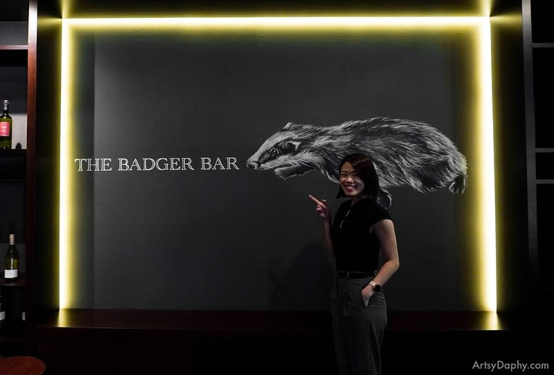 Artsy Daphy posing with the Badger Bar Sarawak Club Mural