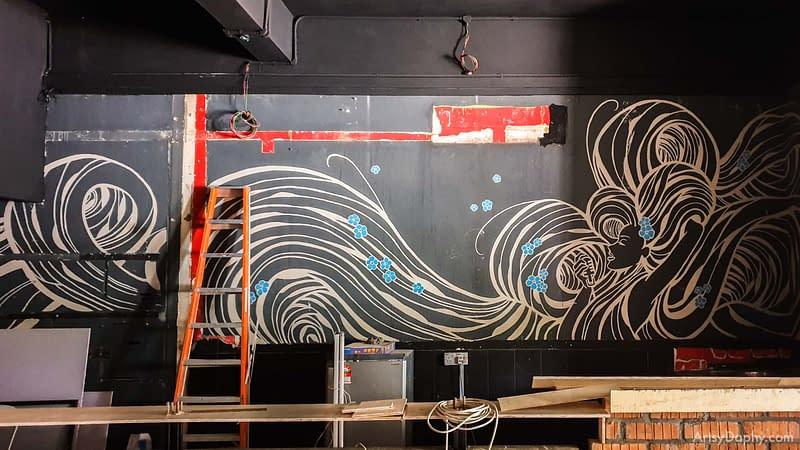 the old Linum 19 Bar Flowy Hair Mural before restoration