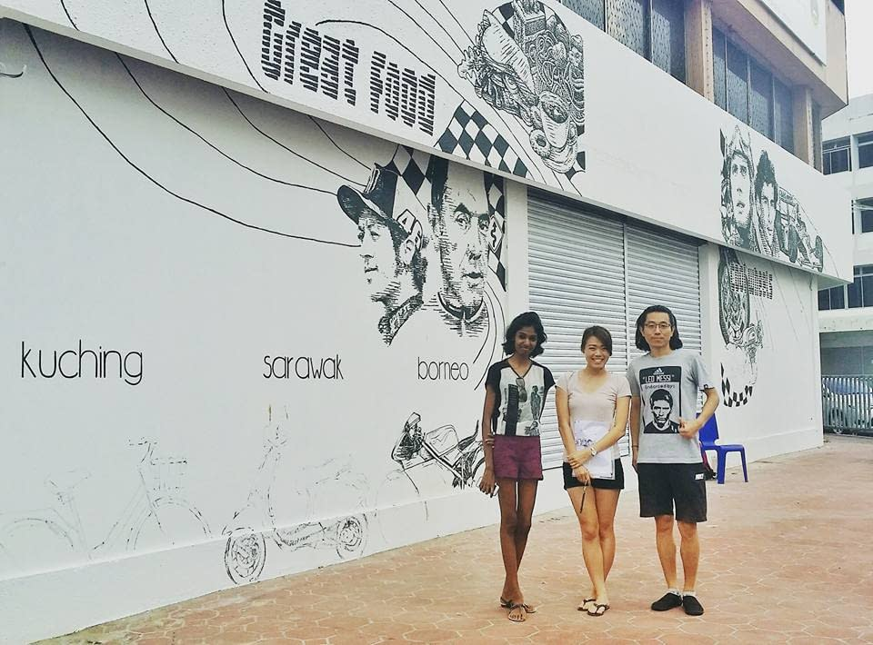 taking a picture with the artist of Iconic Cafe Mural Kuching