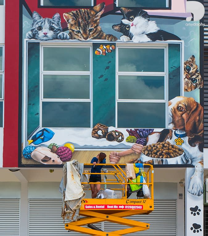 Artsy Daphy painting large 3D Animal mural in Sarawak